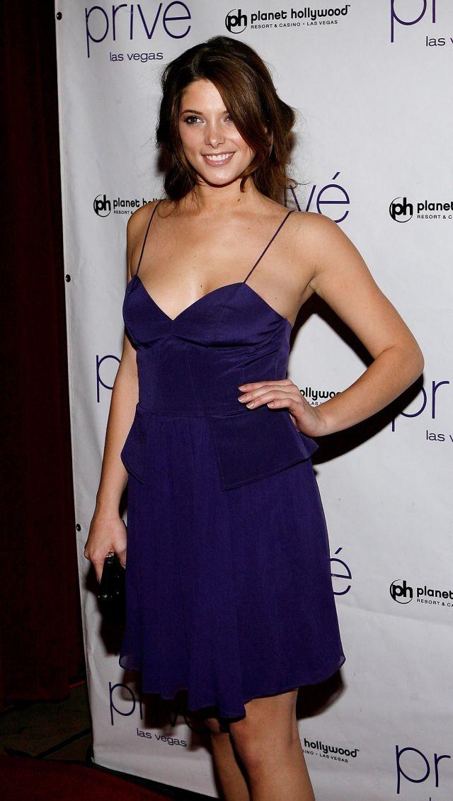 Pretty and very charming Ashley Greene (12 pics)