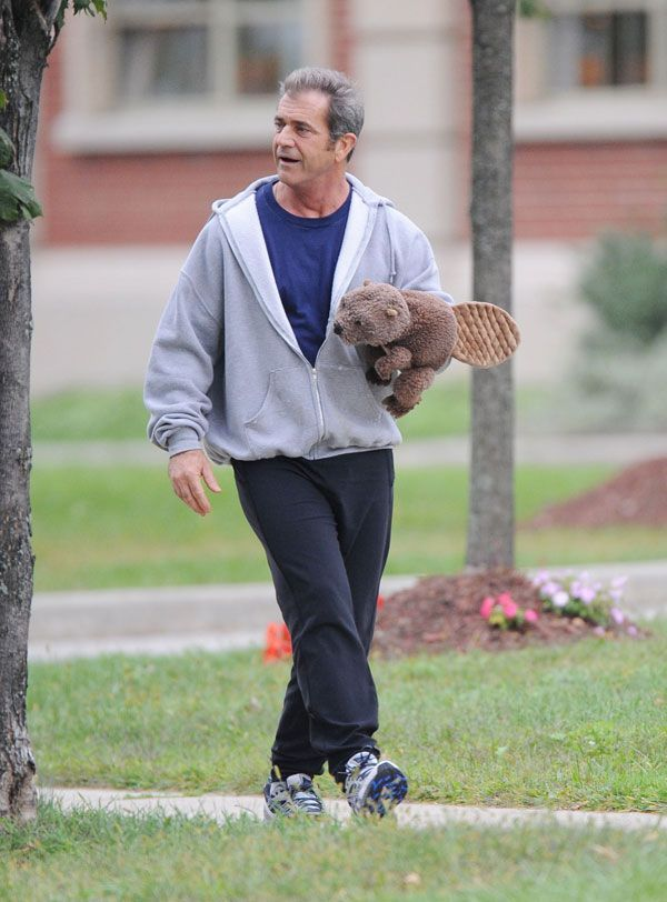 Mel Gibson while filming a scene from a new movie directed by Jodie Foster (10 pics)