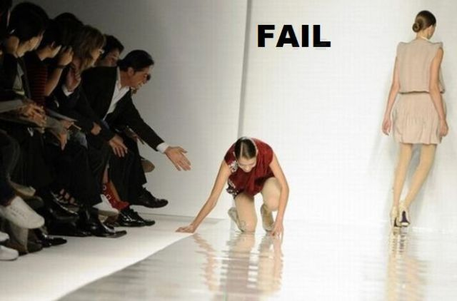 Falling on the catwalk – how to fail and win at the same time! (6 pics)