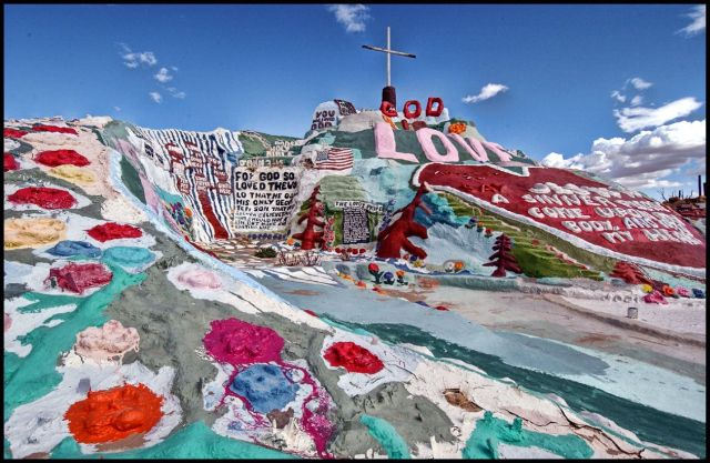 Salvation Mountain - a magnificent installation (32 pics)