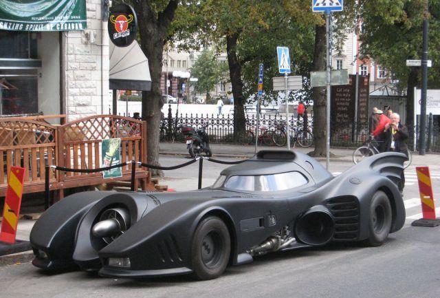 A cool full size Batmobile replica (7 pics + 1 video)