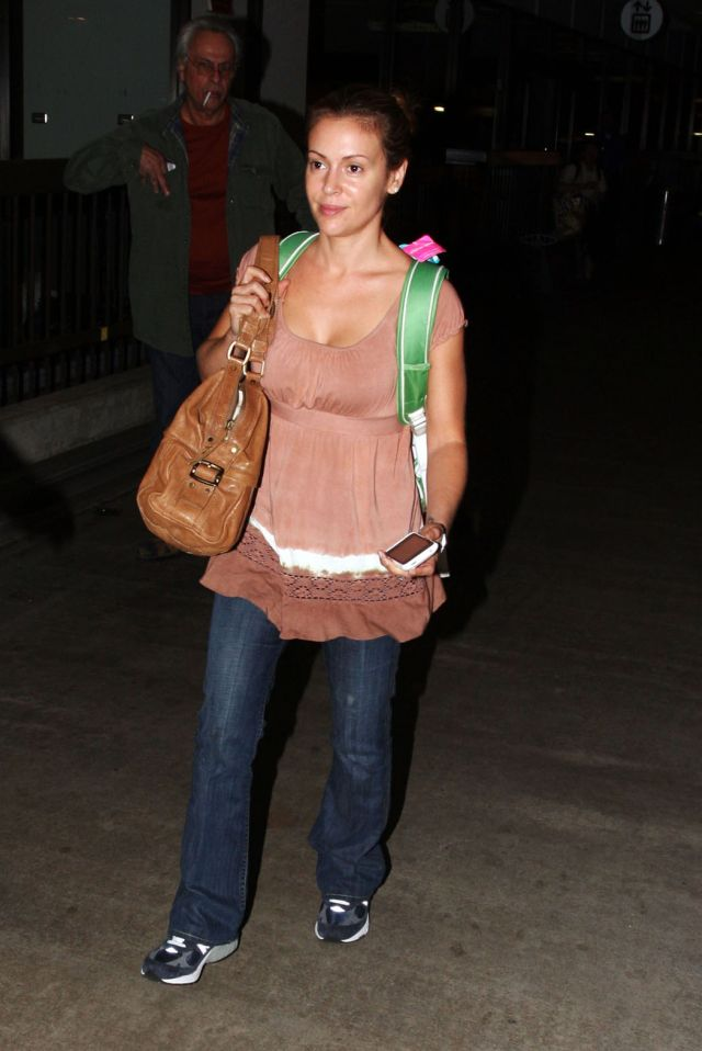 Alyssa Milano is beautiful even without make up (4 pics)