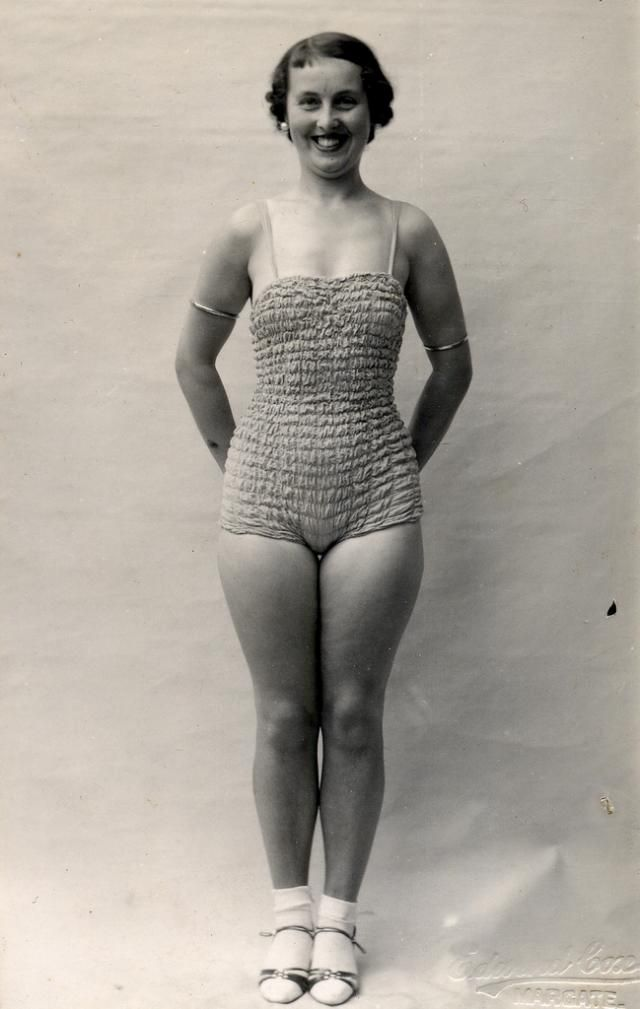 Swimsuits from the past (39 pics)
