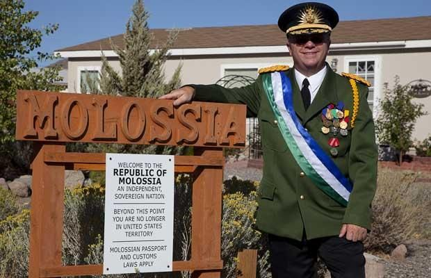 Molossia - The smallest republic in the world (15 pics)