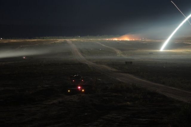 How does a battle look like in the night? (19 pics)