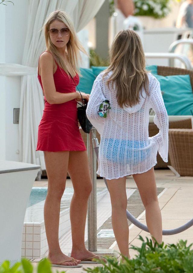 Katrina Bowden in Miami (8 pics)