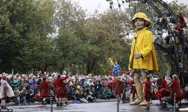 Giant dolls (8 pics)