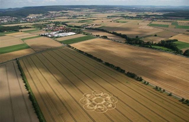 The secret of crop circles (2 pics)