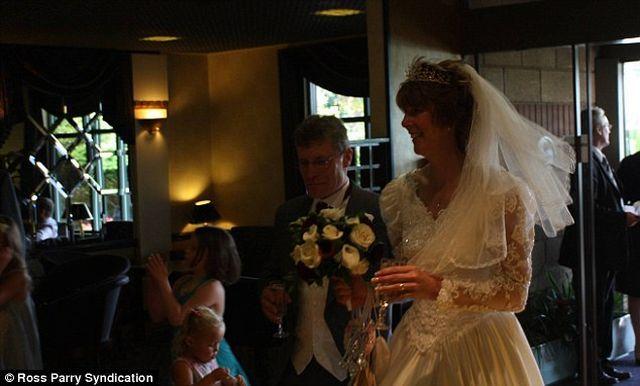 Spoiled wedding album (8 pics + 1 video)