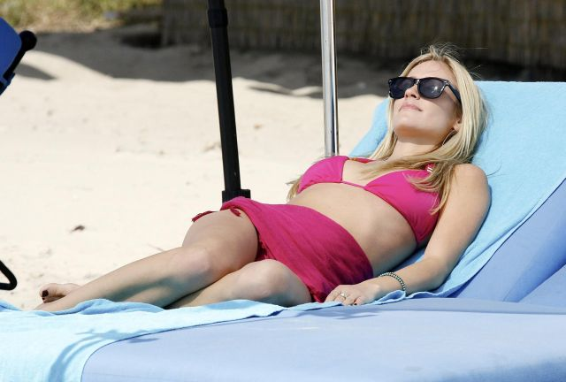 Beautiful Kristin Cavallari on the beach (15 pics)