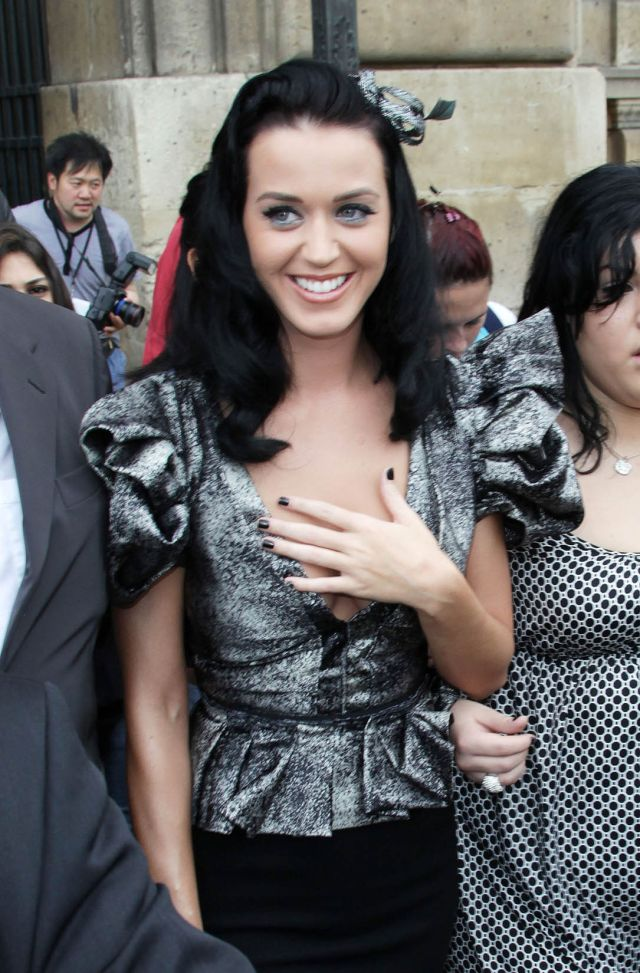 Katy Perry at the Fashion Week in Paris (9 pics)