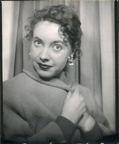 The life of a woman through a photo album (25 pics)