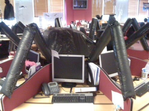 How to decorate your office for Halloween! (5 pics)