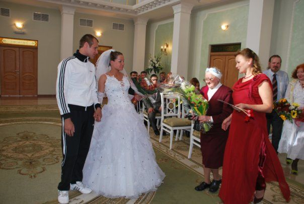 A groom who got married wearing an Adidas tracksuit! (20 pics)