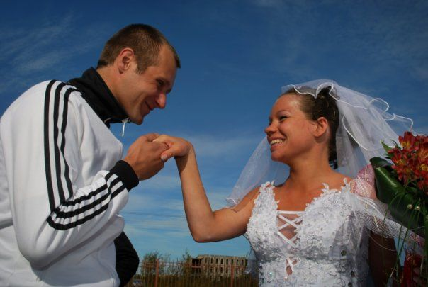 A groom who got married wearing an Adidas tracksuit! (20 pics ...