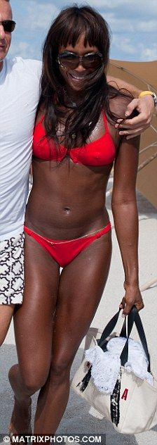 Naomi Campbell looks great at her 40 (6 pics)