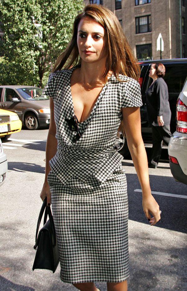 Penelope Cruz's nice cleavage (4 pics)