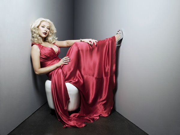 Christina Aguilera in a photo shoot (8 pics)