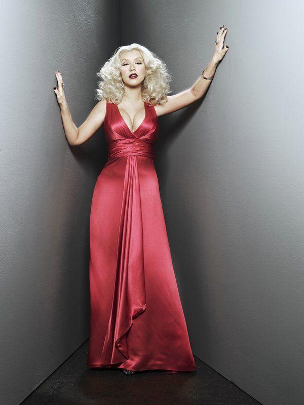 Christina Aguilera in a photo shoot (8 pics)