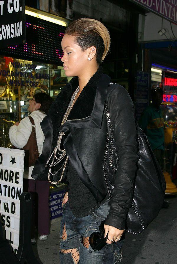 Rihanna looking like Alien ;) (6 pics)