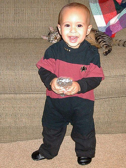 3 Babies wearing Star Wars and Star Trek costumes. Cute )) (18 pics)  sc 1 st  Izismile.com & Babies wearing Star Wars and Star Trek costumes. Cute )) (18 pics ...