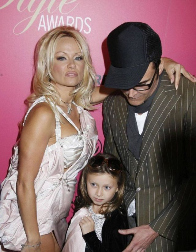 Pamela Anderson treats 9-year old girl like crap! (11 pics)