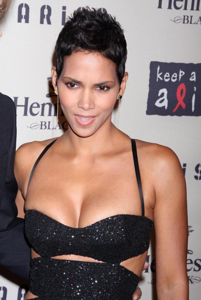 Beautiful and sexy Halle Berry (9 pics)