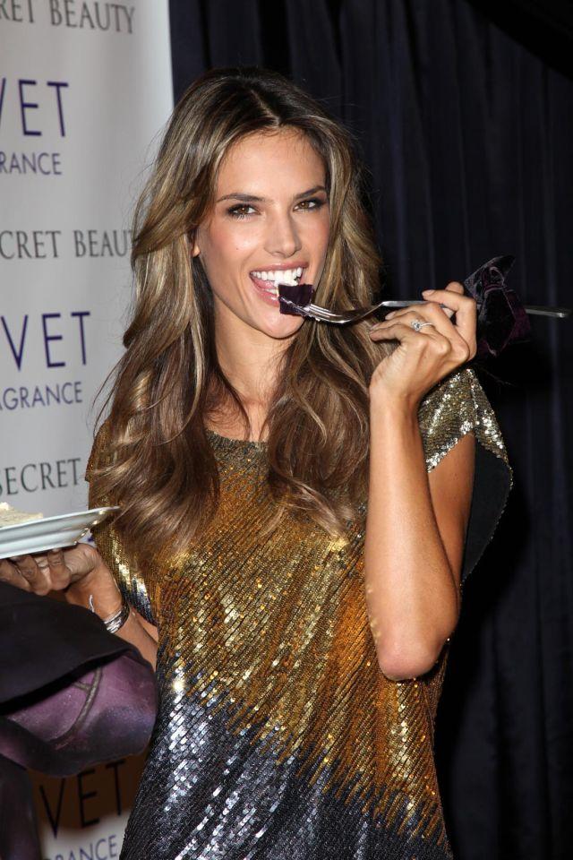 Alessandra Ambrosio: hmm…yummy (14 pics)