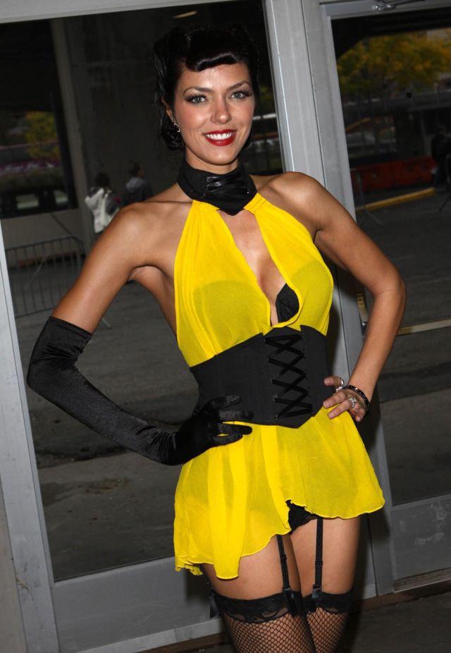 Adrienne Curry déguisée en Princesse Leia (8 pics)