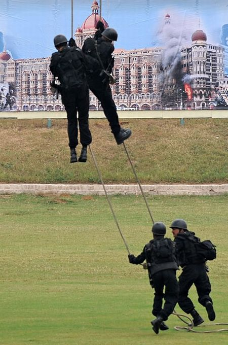 Indian anti-terrorist commandos' skills (13 pics)