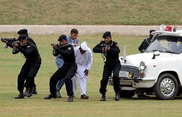 Indian anti-terrorist commandos' skills (13 pics)