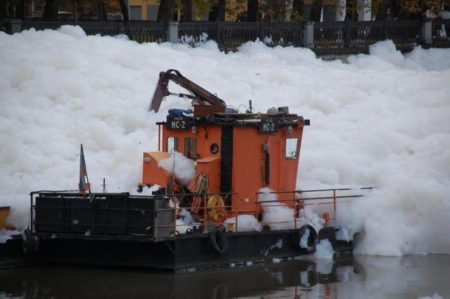 A river full of foam (36 pics)