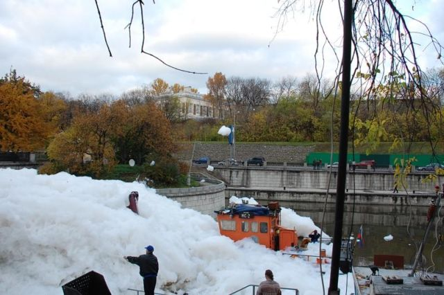 A river full of foam (36 pics)