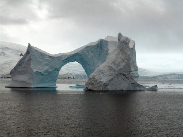 The beauty and splendor of icebergs (110 pics)