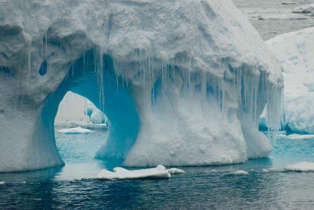 The beauty and splendor of icebergs (110 pics)