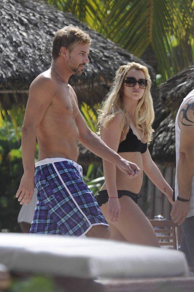 Britney Spears' bikini pictures (7 pics)