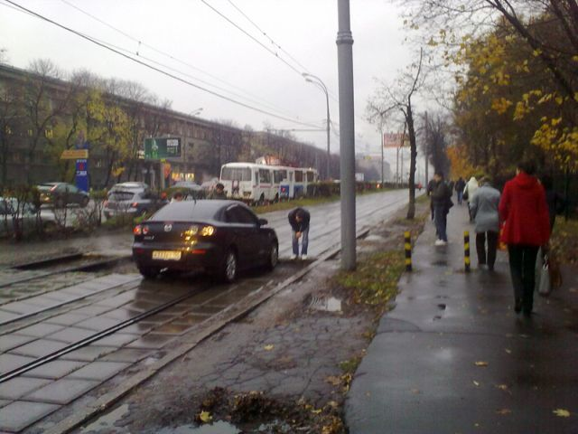 Why trams are sometimes late or just don't come (4 pics)