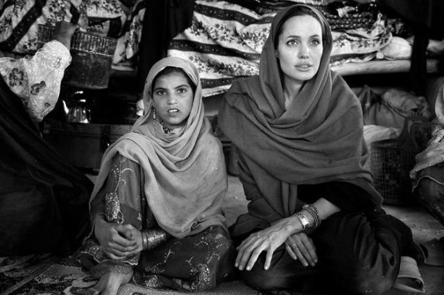 Beautiful Black and White Photos of Angelina Jolie in Afghanistan (20 pics)