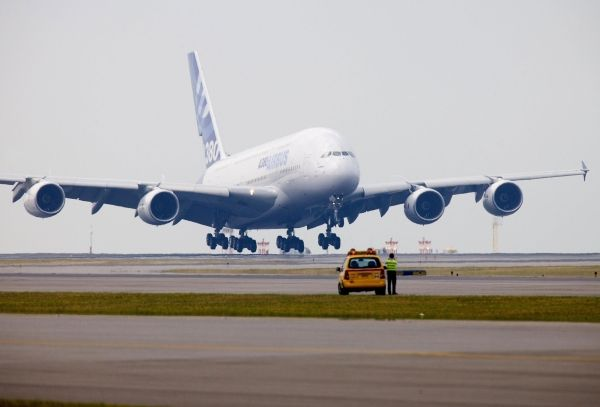 The Biggest Passenger Plane Airbus A380 (14 pics)
