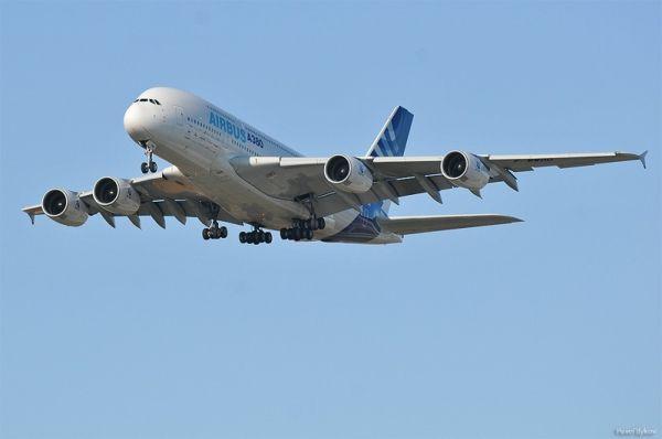 The Biggest Passenger Plane Airbus A380 (14 pics)