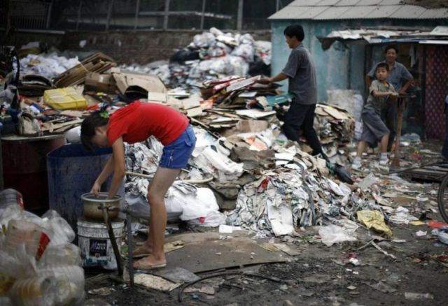 Trash Problem in China (11 pics)
