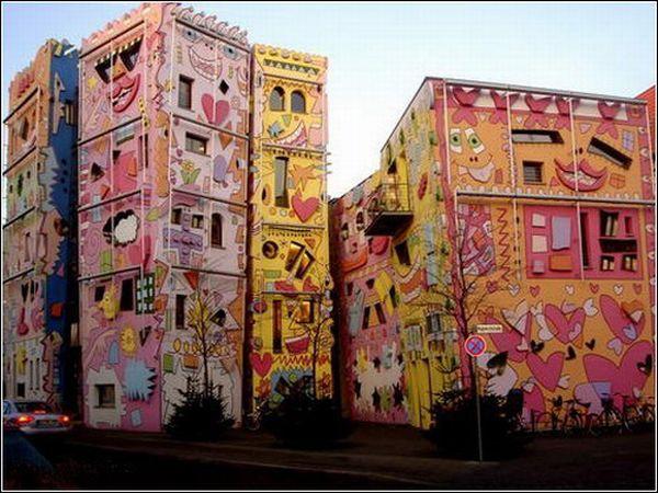 Happy Rizzi House (8 pics)