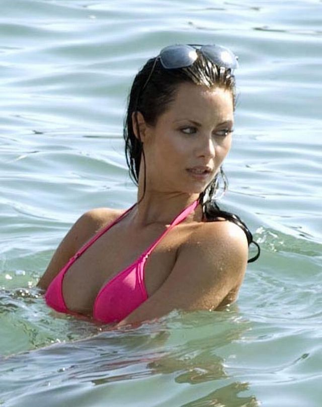 Jessica Jane Clement in Bikini in Cyprus (8 pics)