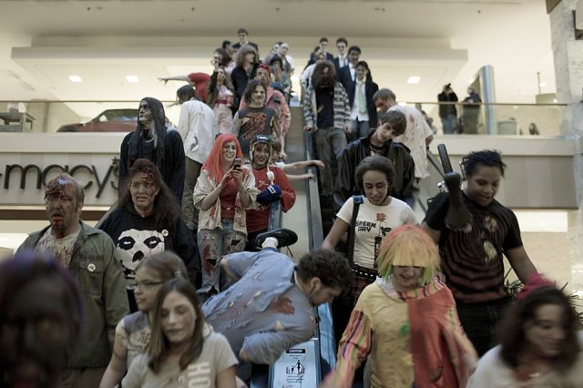 Zombie Walk at the Monroeville Mall (15 pics)