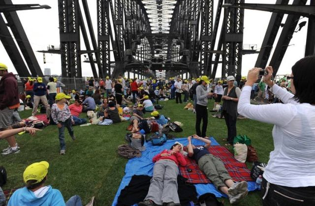Would You Like to Have Breakfast on Sydney Harbour Bridge? (16 pics)