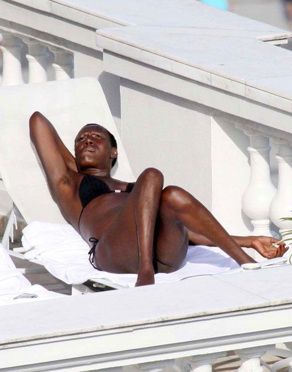 Grace Jones Bikini Pictures (6 pics)