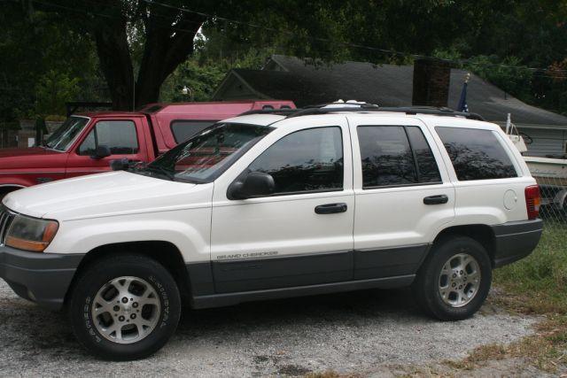 Jeep Grand Cherokee vs Mailbox (21 pics)