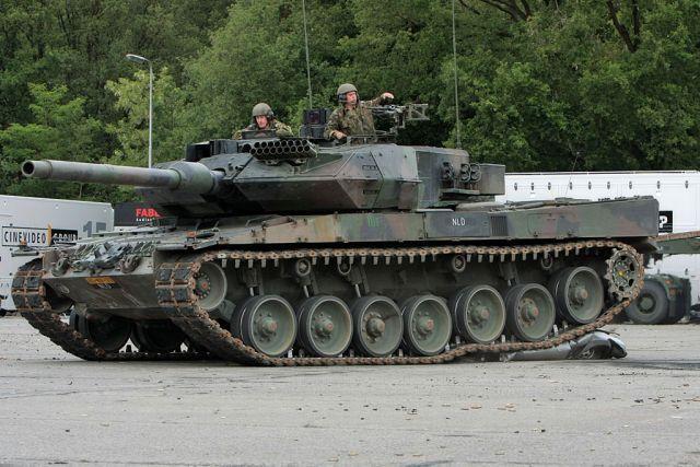 Tank Against a Car (6 pics)