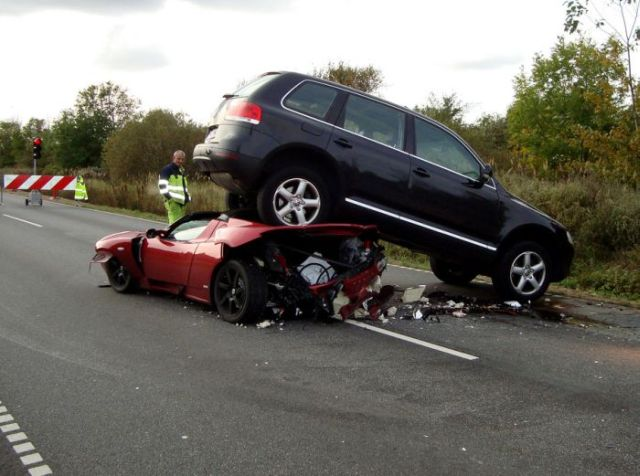 Collision Between Tesla Roadster, Toyota Prius and VW Touareg (3 pics)