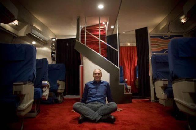 Man Built a Pan Am Plane Cabin Raplica in His Garage! (8 pics)
